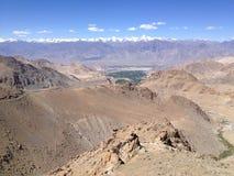 Khardungla passerande Den högsta vägen i världen Leh Ladakh, Indien Arkivfoto
