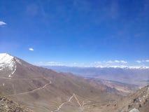 Khardungla passerande Den högsta vägen i världen Leh Ladakh, Indien Royaltyfri Foto