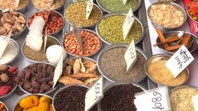 Khari Baoli, самый большой оптовый рынок специи в Азии в старом Дели, Индии, видео отснятого видеоматериала 4k сток-видео