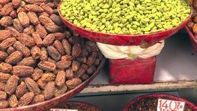 Khari Baoli, самый большой оптовый рынок специи в Азии в старом Дели, Индии, видео отснятого видеоматериала 4k видеоматериал