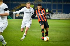 KHARKIV, ΟΥΚΡΑΝΙΑ - 14 Φεβρουαρίου 2019: Ο Sebastian οδήγησε ενάντια στον παίκτη Taison κατά τη διάρκεια της αντιστοιχίας ένωσης  στοκ φωτογραφίες