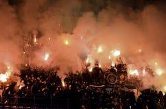 Kharkiv, ΟΥΚΡΑΝΙΑ - 15 Νοεμβρίου 2016: Πυροτεχνήματα α λουριών Ultras Στοκ φωτογραφία με δικαίωμα ελεύθερης χρήσης