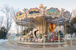 KHARKIV, de OEKRAÏNE, Passagierskabelwagen in Maxim Gorky Central Park voor Cultuur en Recreatie Stock Foto