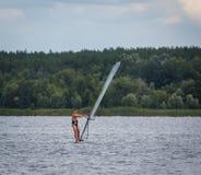 KHARKIV, 21 OEKRAÏNE-JULI: Varend jacht21, 2013 in Kharkiv, Royalty-vrije Stock Afbeelding
