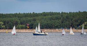 KHARKIV, 21 OEKRAÏNE-JULI: Varend jacht21, 2013 in Kharkiv, Stock Foto's