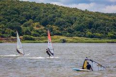 KHARKIV, 21 OEKRAÏNE-JULI: Windsurfing21, 2013 in Kharkiv, het UK Stock Foto