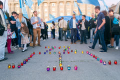 KHARKIV, UCRÂNIA - 18 DE MAIO: Uma reunião na memória das vítimas do genocídio de Tatars crimeanos Fotografia de Stock