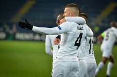 KHARKIV, UCRÂNIA - 14 de fevereiro de 2019: O jogador Ante de Rebic comemora o objetivo marcado durante a harmonia do UEFA Europa imagens de stock