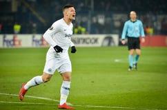 KHARKIV, UCRÂNIA - 14 de fevereiro de 2019: O jogador do Eintracht Frankfurt comemora o objetivo marcado durante o fósforo do UEF fotos de stock