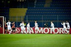 KHARKIV, UCRÂNIA - 14 de fevereiro de 2019: O pplayer do futebol do Eintracht Frankfurt comemora o objetivo marcado durante o UEF imagem de stock