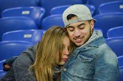 KHARKIV UKRAINA, FEB, - 23: Para w miłości przy stadium podczas Fotografia Royalty Free