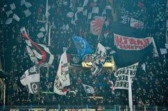 KHARKIV UKRAINA - Februari 14, 2019: Eintracht Frankfurtfans och ultras under UEFA Europa Leaguematchen mellan Shakhtar fotografering för bildbyråer