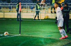 KHARKIV UKRAINA - Februari 14, 2019: Jonathan de Guzman spelare under UEFA Europa Leaguematchen mellan Shakhtar Donetsk vs royaltyfria foton