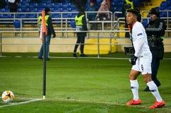 KHARKIV UKRAINA - Februari 14, 2019: Jonathan de Guzman spelare under UEFA Europa Leaguematchen mellan Shakhtar Donetsk vs fotografering för bildbyråer