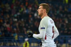 KHARKIV UKRAINA, LUTY, - 21, 2018: Edin Dzeko podczas UEFA Cha fotografia stock