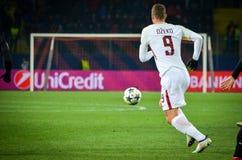 KHARKIV UKRAINA, LUTY, - 21, 2018: Edin Dzeko podczas UEFA Cha obrazy stock