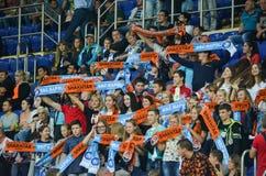 KHARKIV UKRAINA - September 13, 2017: Aktivfans med symboler Fotografering för Bildbyråer