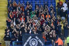 KHARKIV UKRAINA - September 13, 2017: Aktivfans med symboler Royaltyfria Foton