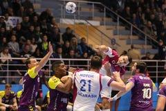 KHARKIV UKRAINA - SEPTEMBER 22: Ehf-mäns match för liga för mästare mellan HC-motorn Zaporozhye och HBC Nantes Royaltyfri Fotografi