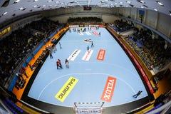 KHARKIV UKRAINA - SEPTEMBER 22: Ehf-mäns match för liga för mästare mellan HC-motorn Zaporozhye och HBC Nantes Royaltyfri Bild