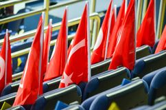 KHARKIV UKRAINA - September 02, 2017: Turkflaggor i det stan Arkivbild