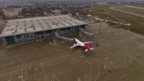 Kharkiv, Ukraine - 21 décembre 2017 : tir aérien d'aéroport international de Kharkiv banque de vidéos