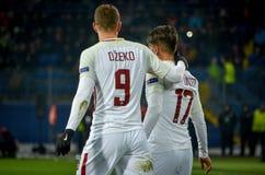 KHARKIV, UKRAINE - 21 FÉVRIER 2018 : Edin Dzeko et Cengiz Unde photographie stock