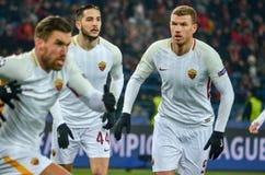 KHARKIV, UKRAINE - 21 FÉVRIER 2018 : Edin Dzeko pendant l'UEFA Cha photo libre de droits