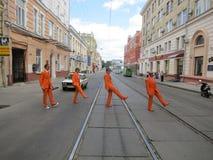 KHARKIV, UKRAINE - JUIN 2012 : Les supporers néerlandais du football se sont habillés dans l'orange nationale de couleur Les fans Photographie stock libre de droits