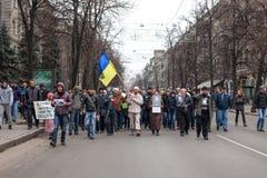 KHARKOV, UCRANIA - 2 de marzo de 2014: Demostración de anti-Putin en KH fotografía de archivo