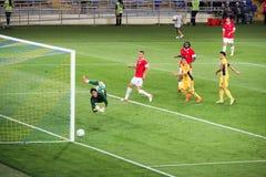 Kharkov, Ukraine août 2012 Qualification de ligue d'Europa Metalist, Kharkov-dynamo, Bucarest, 2-1 Règles pour des gardiens de bu Photos libres de droits