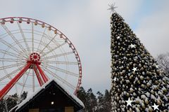 KHARKOV, UKRAINE - Decemper 2018: Ferris wheel and christmas tree in Gorky Park , Kharkiv, Ukraine. Winter amusement. KHARKOV, UKRAINE - December 2018: Ferris stock image