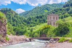 Khasaut-Fluss im Tal Narzanov Die Republik von Kabardino-Balkarien, Russland Stockfotografie