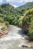 Khasaut-Fluss im Tal Narzanov Die Republik von Kabardino-Balkarien, Russland Stockfotos