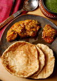 Khasta-puri - Fried Indian-Brot mit Karambolagensamen Lizenzfreie Stockfotografie