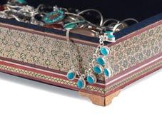 Khatam. El ataúd grande con el bijouterie. imágenes de archivo libres de regalías