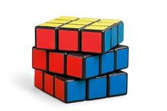 KHERSON, UCRANIA - 17 DE JULIO DE 2014: Cubo del ` s de Rubik encendido Fotos de archivo