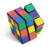 KHERSON, UCRANIA - 17 DE JULIO DE 2014: Cubo del ` s de Rubik encendido Fotografía de archivo libre de regalías