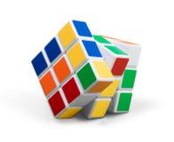 KHERSON, UCRANIA - 17 DE JULIO DE 2014: Cubo del ` s de Rubik encendido Imagenes de archivo