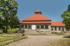 Kherson Ukraina - Juli 01, 2017: Friedrich Falz-Fein monument och hus, grundare av den bekanta biosfärreservAskania-novan Arkivbilder