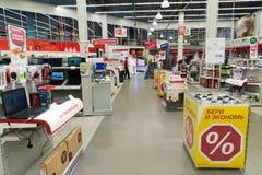 Khimki,俄罗斯- 2月13 2016年 内部黄金国是卖电子的大连锁店 免版税图库摄影