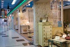 Khimki,俄罗斯- 2月13 2016年 在盛大家具购物的儿童的家具,最大的名牌货商店 免版税库存照片