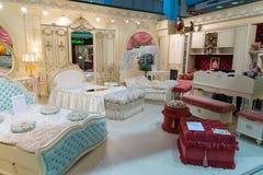 Khimki,俄罗斯- 2月13 2016年 在盛大家具购物的儿童的家具,最大的名牌货商店 免版税库存图片