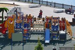 Khimki,俄罗斯- 5月30 2017年 儿童莫斯科运河银行的` s操场  免版税库存照片