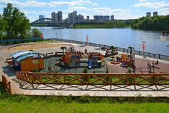 Khimki,俄罗斯- 5月30 2017年 儿童莫斯科运河银行的` s操场  免版税图库摄影