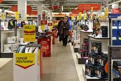 Khimki,俄罗斯- 3月08 2018年 在购物中心同盟的商店Mvideo里面 库存图片