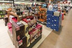 Khimki,俄罗斯- 2015年12月22日 卖电子和家用电器的内部Mvideo大连锁店 免版税库存图片