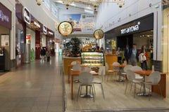 Khimki,俄罗斯- 2015年12月22日 在兆大的购物中心的咖啡馆 库存图片