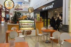 Khimki,俄罗斯- 2015年12月22日 在兆大的购物中心的咖啡馆 图库摄影