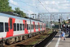 Khimki,俄罗斯9月03日 2016年 铁路平台Kryukovo在Zelenograd 库存图片